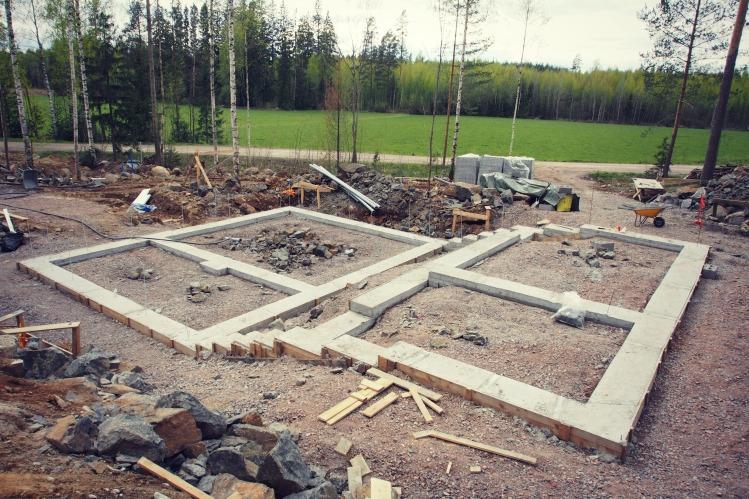 Talon anturat valmiina muurattavaksi toukokuun alussa.